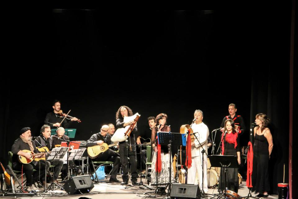 Piccola Orchestra Popolare Canto D'Inizio su Musica Popolare Italiana