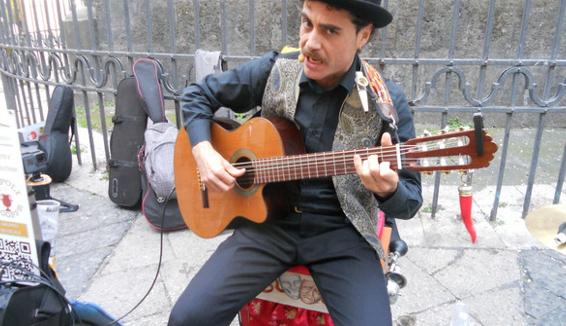 Stefano Serino, il Cantastorie di Napoli