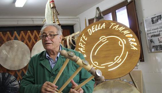 Antonio De Lucia: da 50 anni dalle sue mani nascono le tammorre