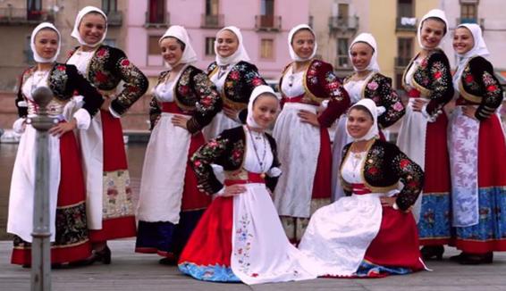 Il Gruppo Folk Muttos a Ballos di Bonorva in udienza dal Papa