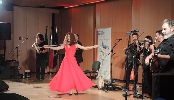 La pizzica del Canzoniere Grecanico Salentino chiude il Festival della Lingua Italiana