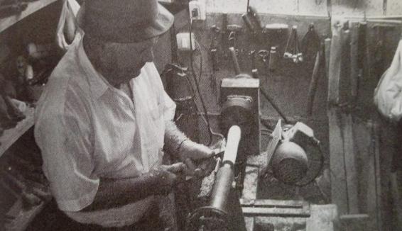 Il Cilento saluta Ciccio Citera, costruttore e suonatore di zampogne