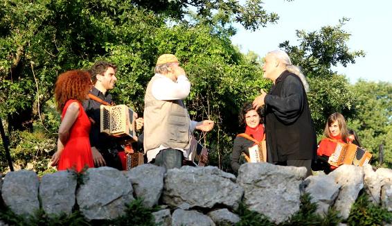 Storia di un antico suonatore di organetto, raccontata da Moni Ovadia e Alessandro Parente