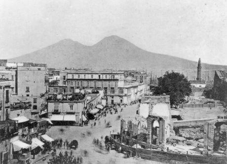 Su musica popolare italiana i suoni antichi di Napoli