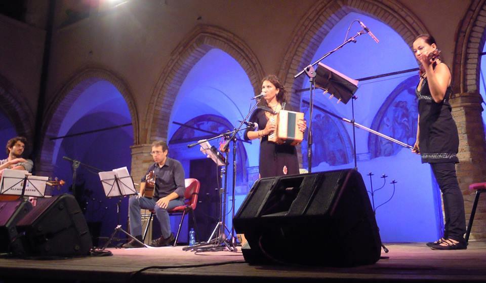 Aliinghiastre su musica popolare italiana
