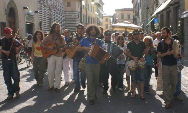 Su musica popolare italiana il collettivo folcloristico montano