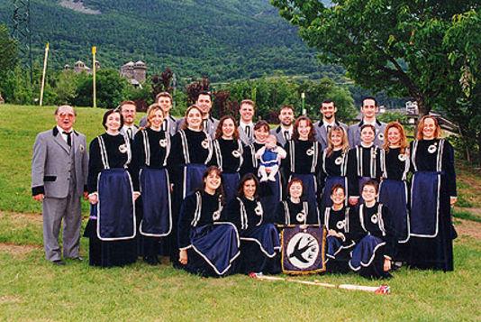 Su musica popolare italiana il gruppo corale Les Hirondelles
