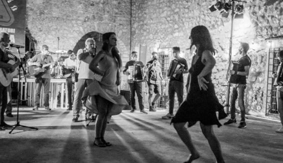 """Vecchi canti e ballate della tradizione nel progetto """"L'Acquasala salverà il mondo"""""""