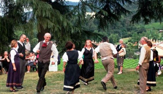 """Gruppo polesano di danza e musica popolare """"Ande Cante e Bali"""""""