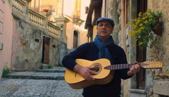 Mimmo Cavallaro, dalla Calabria al tour mondiale