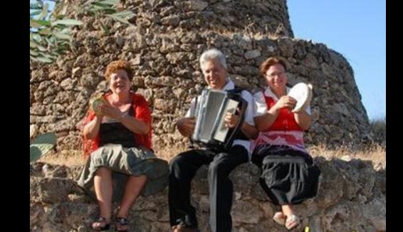 Avetrana: Laboratorio di Dialetto, proverbi, musica popolare, tradizioni, storia e abiti tipici