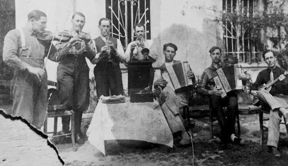 Strumenti e personaggi: Folkest racconta la storia della musica popolare tra Alpi e Friuli