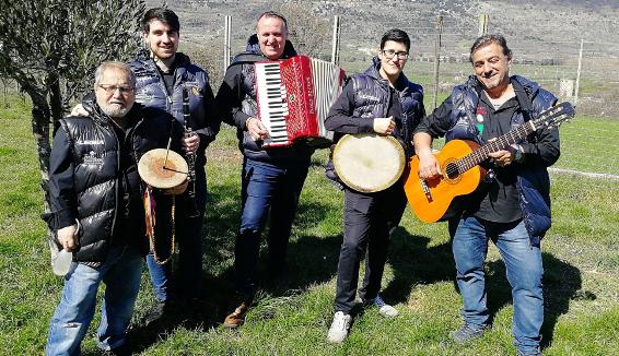 """Il gruppo folk """"Li Spruvvist"""", le serenate del Gargano"""