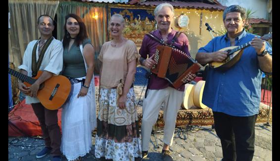 Lello Traisci cantore della Musica Popolare canta le tradizioni della Campania Felix